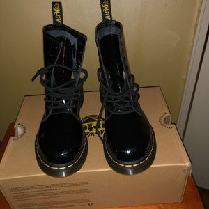 Dr martens worn once with box